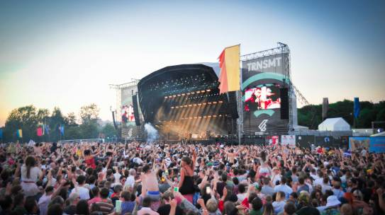 SWAGGER, SUNSHINE AND SINGALONGS LIAM GALLAGHER CLOSES TRNSMT ON SATURDAY