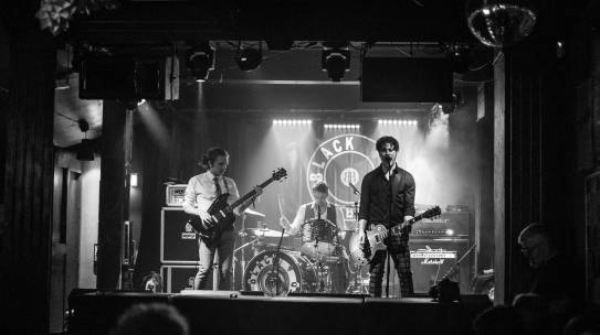 GIG REVIEW: RAGGED TIGER